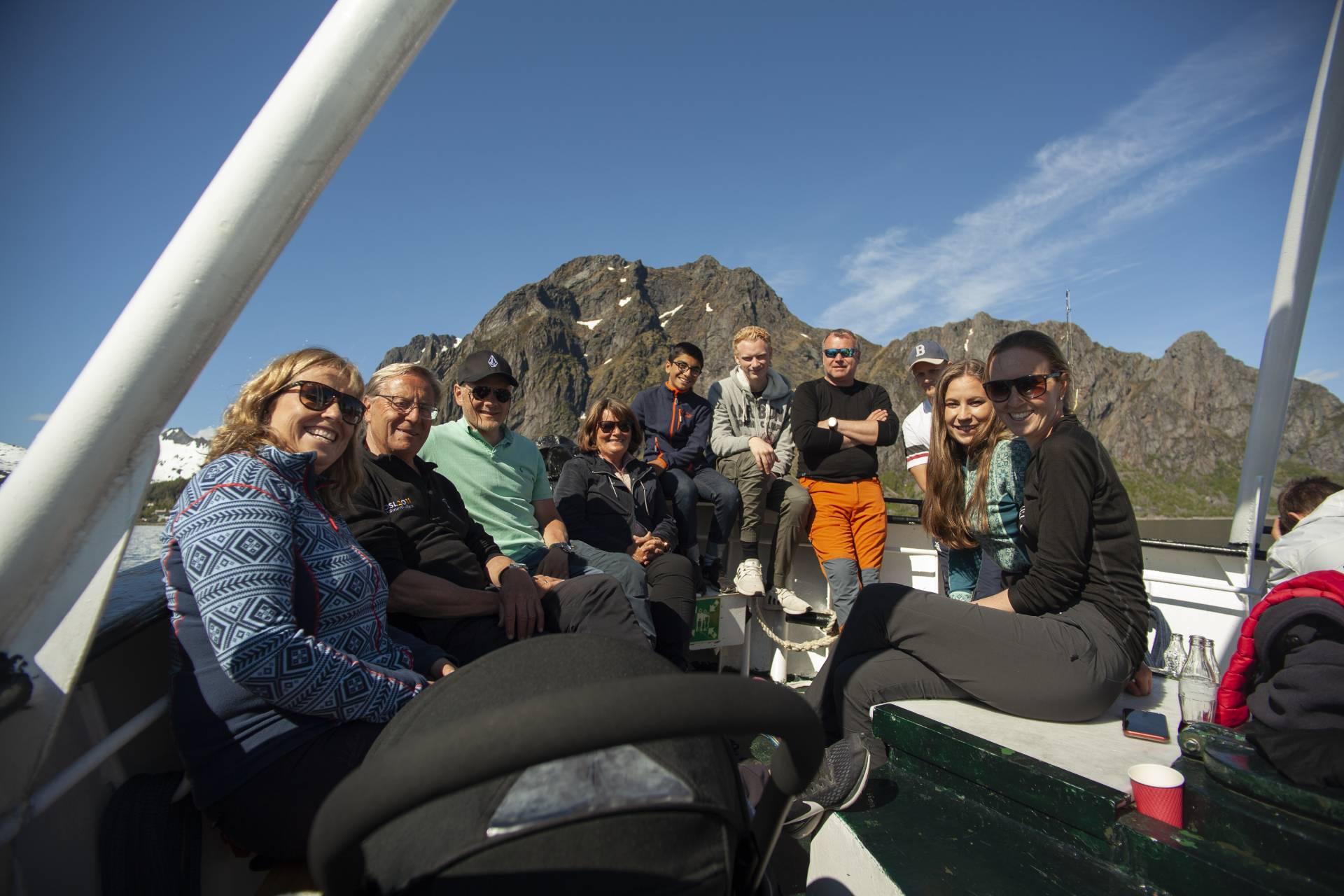 Folk ombord i Skreien i Lofoten